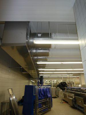 Kienzler-Luftschlauch-Lebensmittelindustrie-12Kienzler-Luftschlauch-Krankenhaus-Labor-03-Textilluftschlauch-Luftverteilsystem